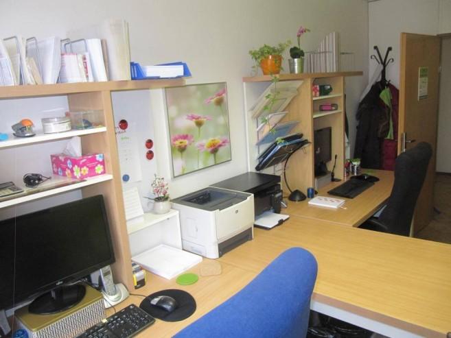 Druhá strana kanceláře po zásahu Zelené úklidovky.