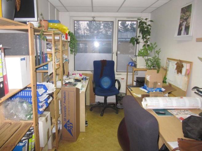 Kancelář firmy před zásahem Zelené úklidovky.