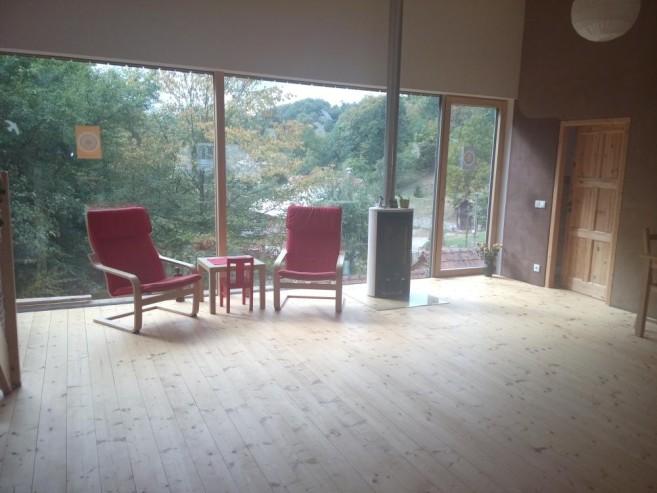 Obývací pokoj po návštěvě Zelené úklidovky