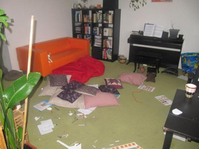 Obývací pokoj před úklidem